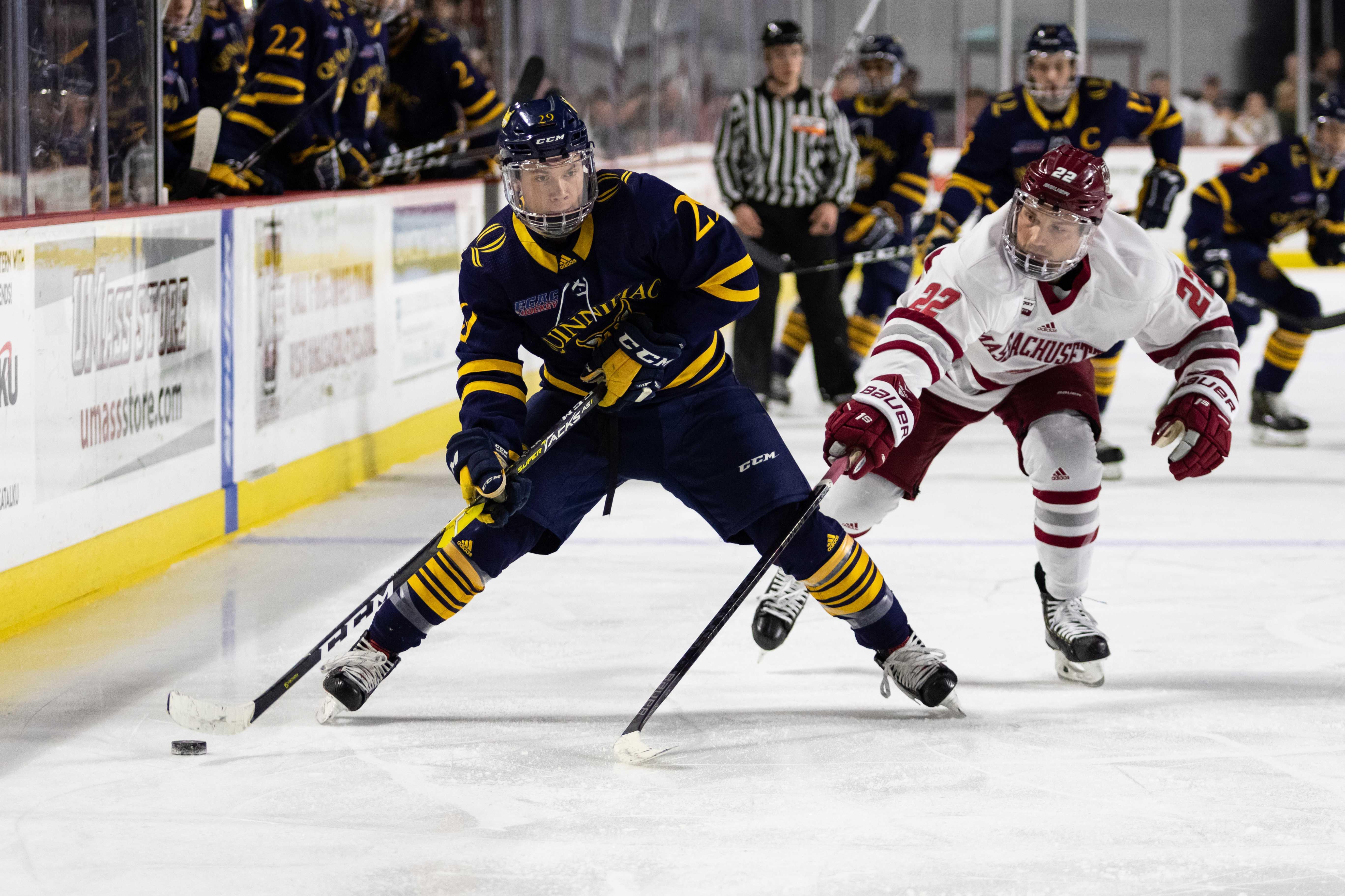 No. 8 Quinnipiac men's ice hockey falls to No. 1 UMass 3-1, head into break with a 14-3-0 record