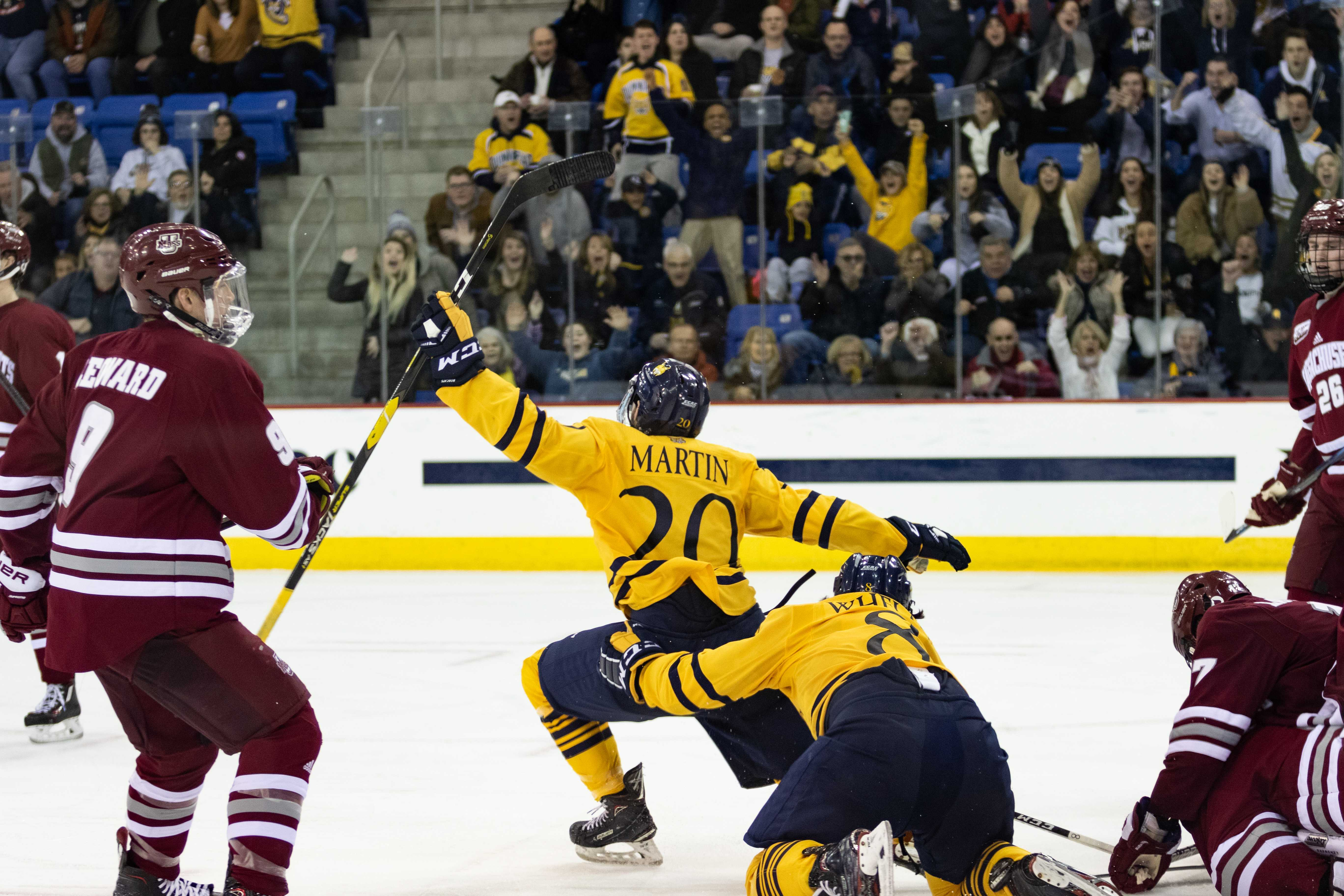 No. 8 Quinnipiac men's ice hockey upsets No. 1 UMass, 4-0