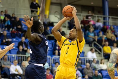 Quinnipiac men's basketball's cruises to win over Saint Peter's