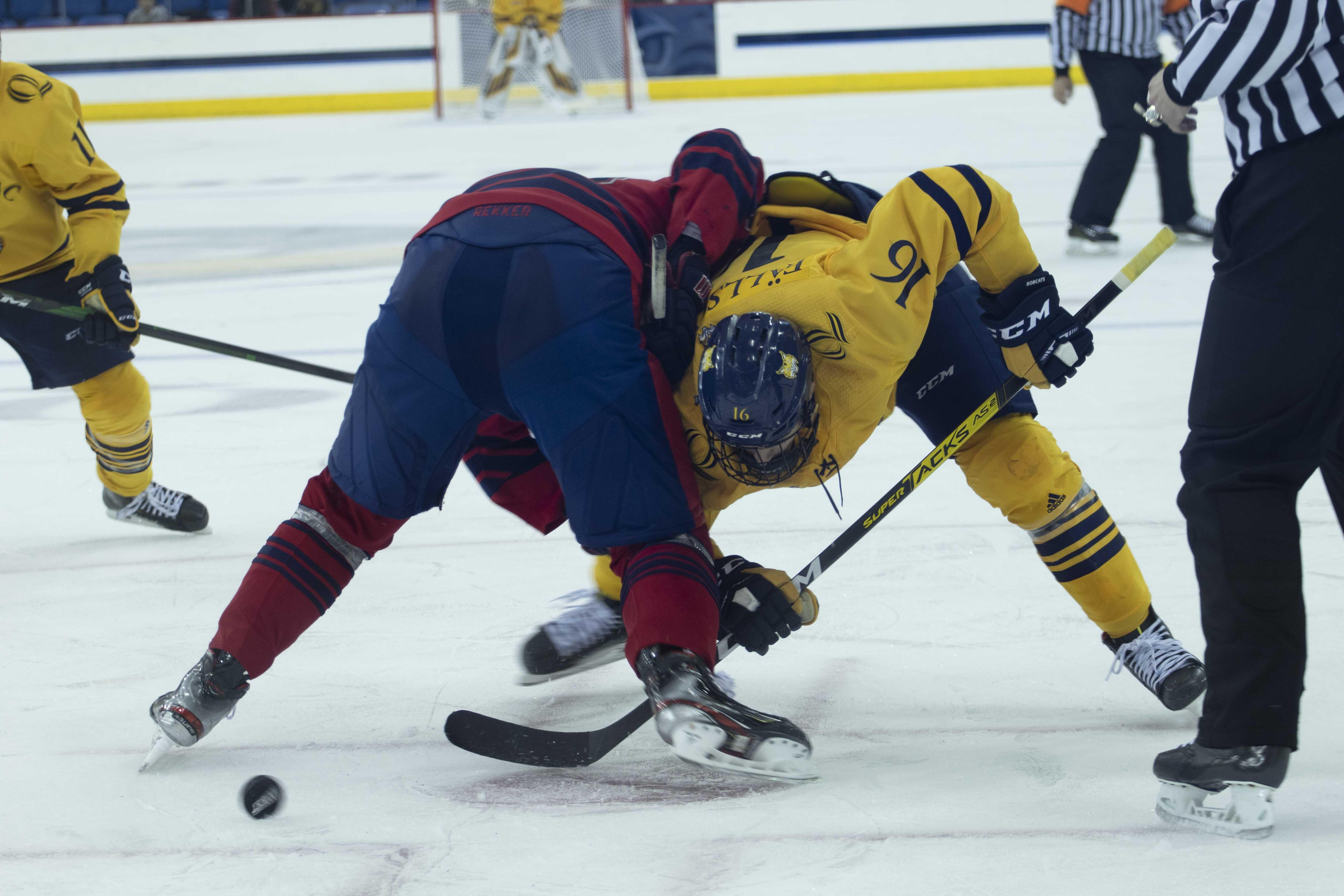 Quinnipiac men's ice hockey opens up season with chaotic 4-4 deadlock