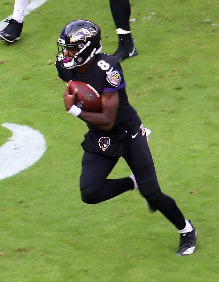Lamar Jackson running with the ball against the Cncinnati Bengals.