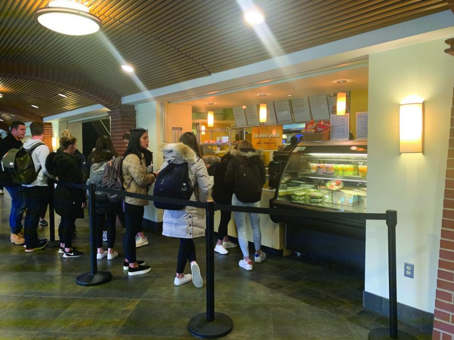 Students can order food from Au Bon Pain on the Boost app.