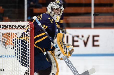 Senior goaltender Keith Petruzelli saved 35 of 37 shots faced against Bowling Green on Saturday (Morgan Tencza).