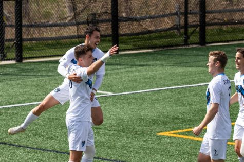 The Quinnipiac mens soccer team held on late to secure a 2-1 win over Fairfield in the MAAC semifinal.