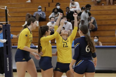 Sophomore setter Chloe KaAhanui led both teams with 31 assists in Quinnipiacs 3-0 win over Saint Peters.
