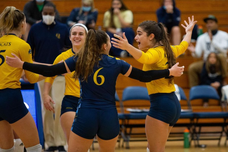 The Bobcats led by as many as eight points against the Manhattan Jaspers in Sundays 3-0 win. Photo from